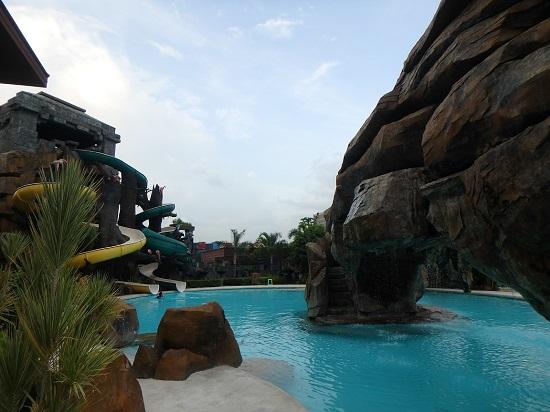 セブ ウェスタンラグーン(Cebu Westown Lagoon)のプールとスライダー