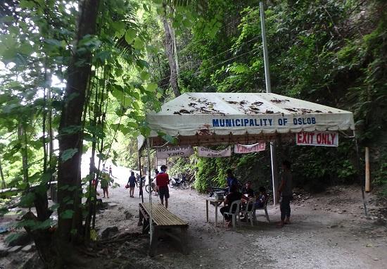 Tumalog Fallsツマログ滝(トゥマログの滝)の入口