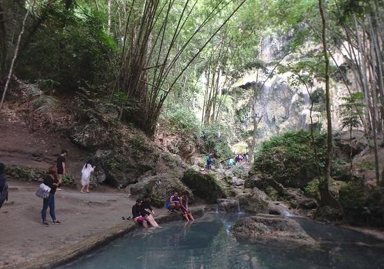 Tumalog Fallsツマログ滝(トゥマログの滝)の池
