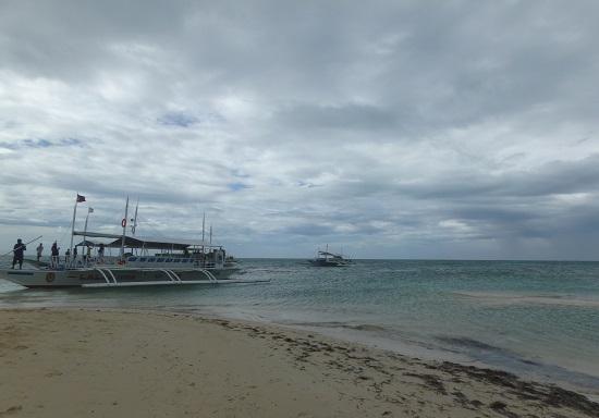 パンダノン島(Pandanon Island)の砂浜