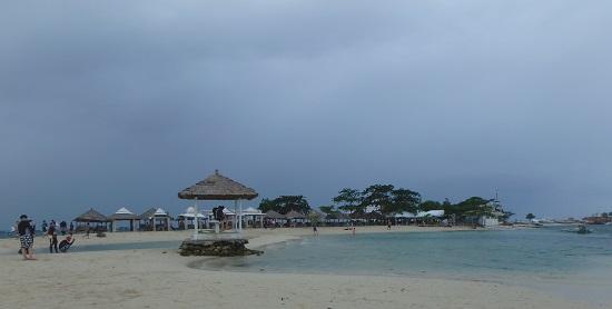 パンダノン島(Pandanon Island)のビーチ