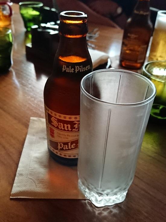 the PIG & PALM(ピッグ&パーム)でビール(サンミゲルピルセン)