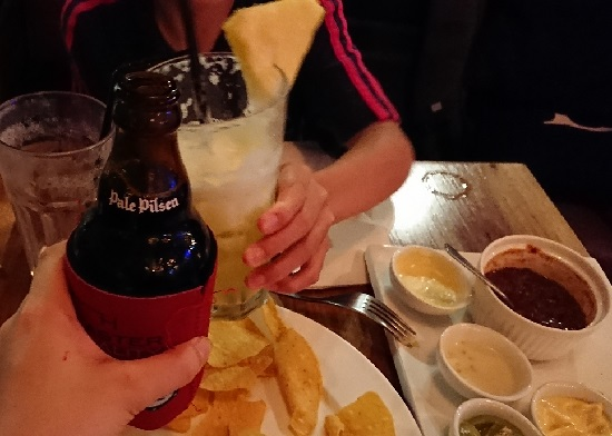 SOCIAL(ソーシャル)のパイナップルジュースとサンミゲルピルセン