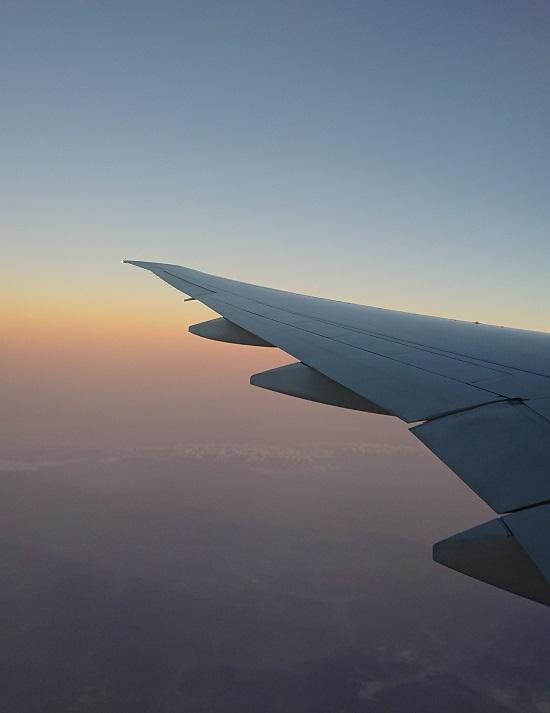 大韓航空機(機内から見た朝焼け)