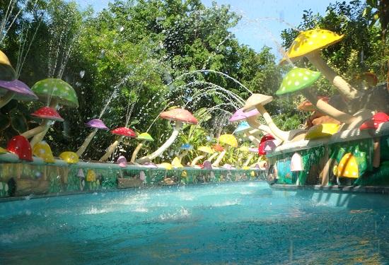 Jパークアイランドリゾート&ウォーターパークの流れるプール