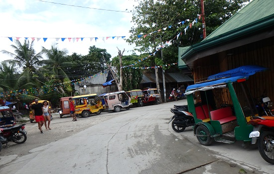 モアルボアル(セブ島)パナグサマビーチの街並み
