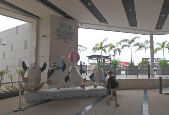 スカイウォーターパークセブ(SkyWaterpark Cebu)のエントランスとキャラクター