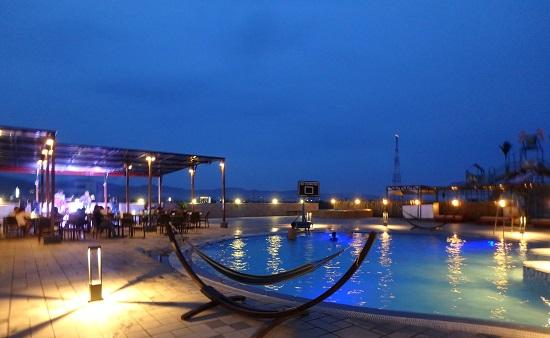 スカイウォーターパークセブ(SkyWaterpark Cebu)のナイトプール