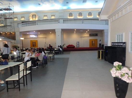 Jセンターモール(JCENTRE Mall)フードコートと映画館