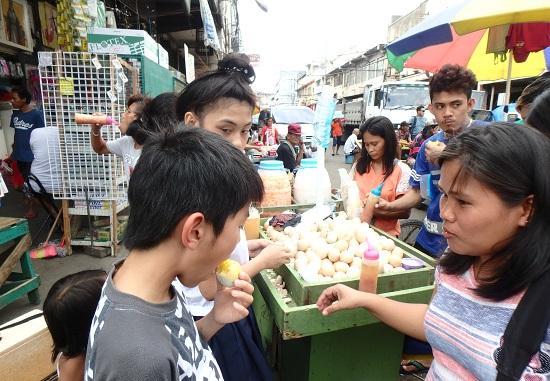 コロン地区カルボンマーケットのBalut pinoy(バノイ)