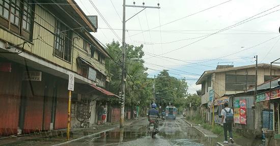 セブ(コロン地区)の道路とジプニー