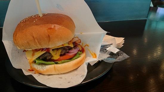 仁川空港第2ターミナルのフードコート「foodies' burgerhunter PUB」
