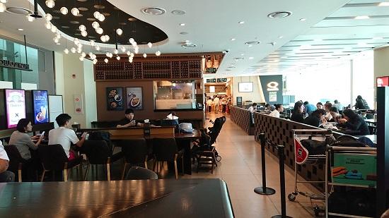 仁川空港第2ターミナル4階のフードコート