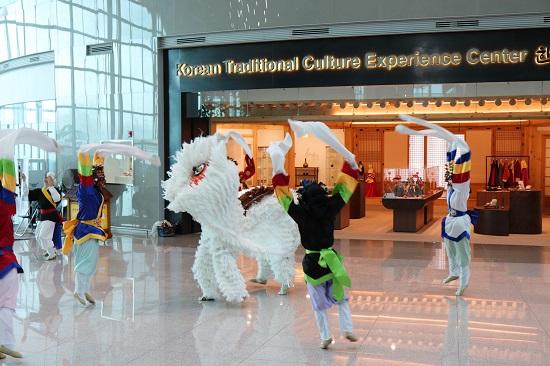 仁川空港(インチョン空港)第2ターミナルで行われる無料のショー