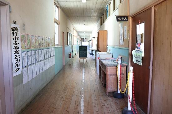 旧巨勢小学校内「そば処くまのて」の店内