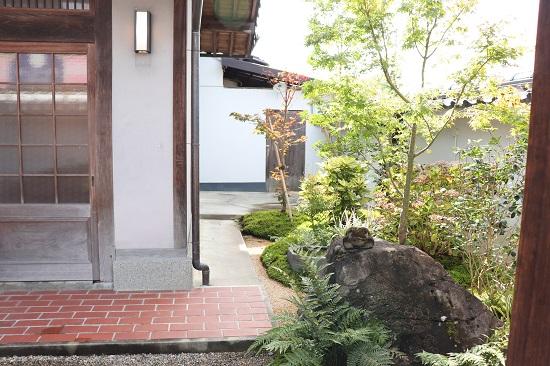 津山和風肉ダイニング源の玄関
