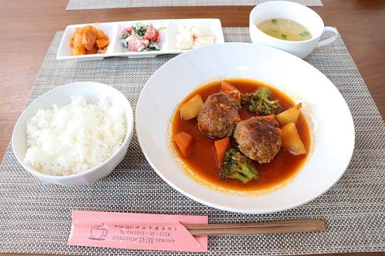 カフェ&ダイナー バー「chiyu」韓国スタイルのメニュー「コチュジャンハンバーグ」