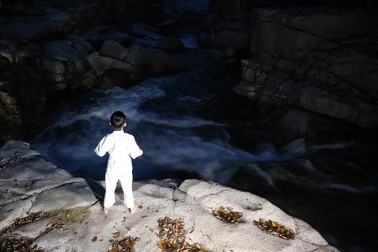 鏡野町「奥津渓」夜の甌穴群