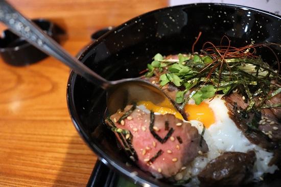 四季の味 日和の日替わりランチ「ローストビーフ丼」