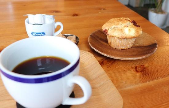 7Cカフェ(津山市)のマフィンとコーヒー