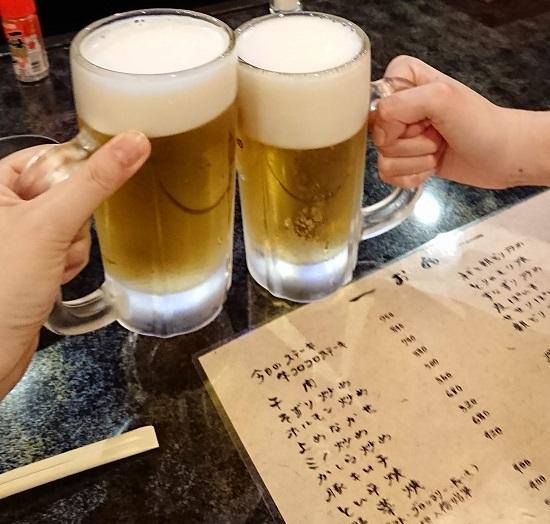 津山の居酒屋「げんぱち」の生ビール(乾杯)