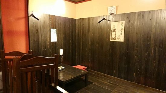 津山の居酒屋「げん太」の店内