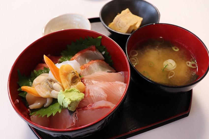 保田鮮魚店の海鮮丼