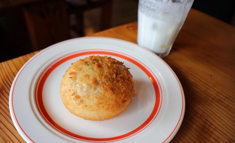 スープカレーLogのカレーパン