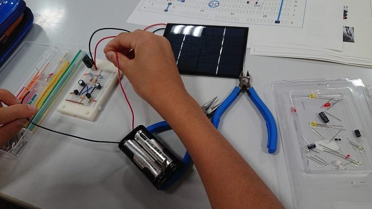 太陽光LEDパネルの実験(小学生用)
