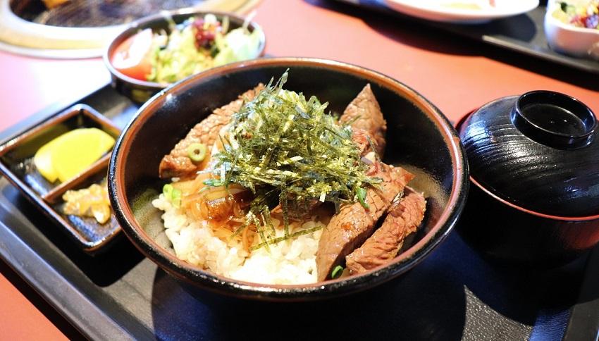 炭火焼肉備山(びざん)ステーキ丼ランチ