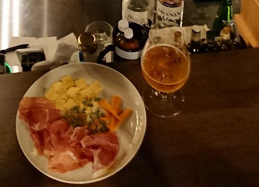 「Bar hellcat」生ハムチーズ