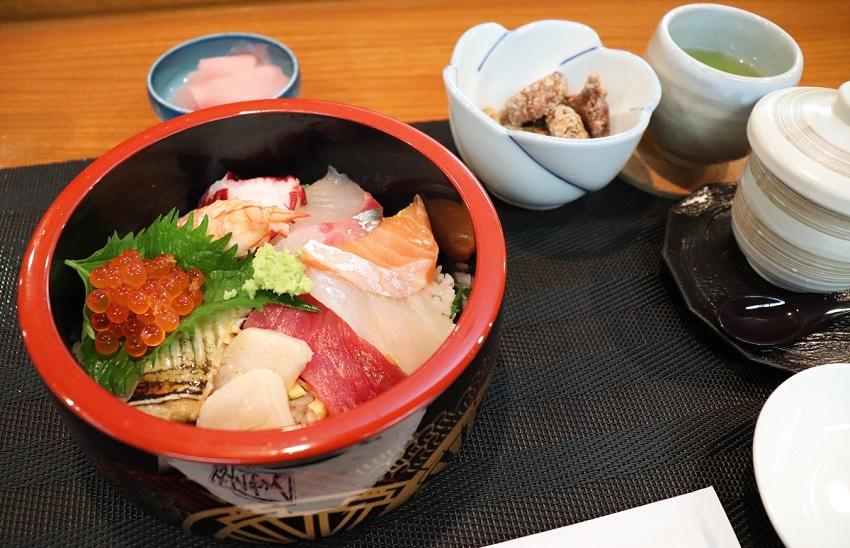 和食バル&鮨「料理屋 山崎」ランチ海鮮丼