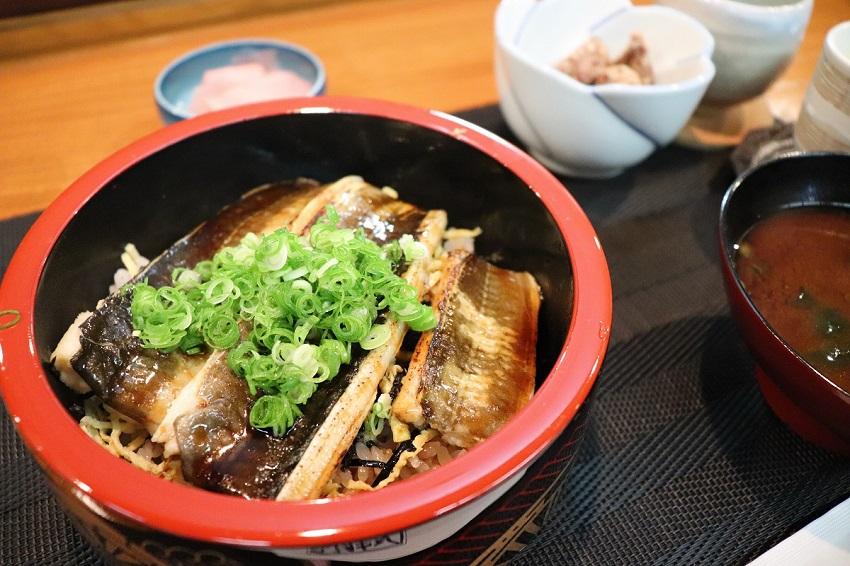 和食バル&鮨「料理屋 山崎」ランチ穴子丼