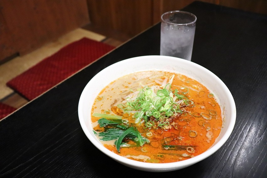 中華料理店「白壁」担々麺