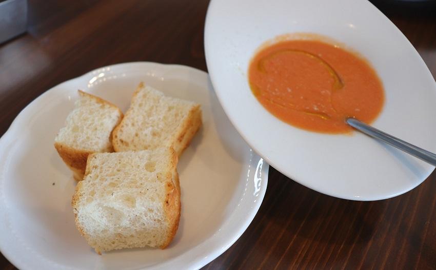 イタリアン「N enne(エンネ)」スープとパン