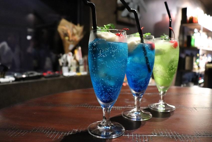 「Bar hellcat(バーヘルキャット)」クリームソーダ