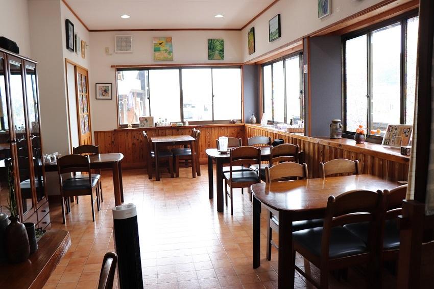 地中海風料理「カフェ&居酒屋バルひだまり」店内