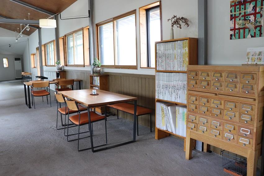 ギャラリーFIXAとcafe calme(カフェカルム)店内