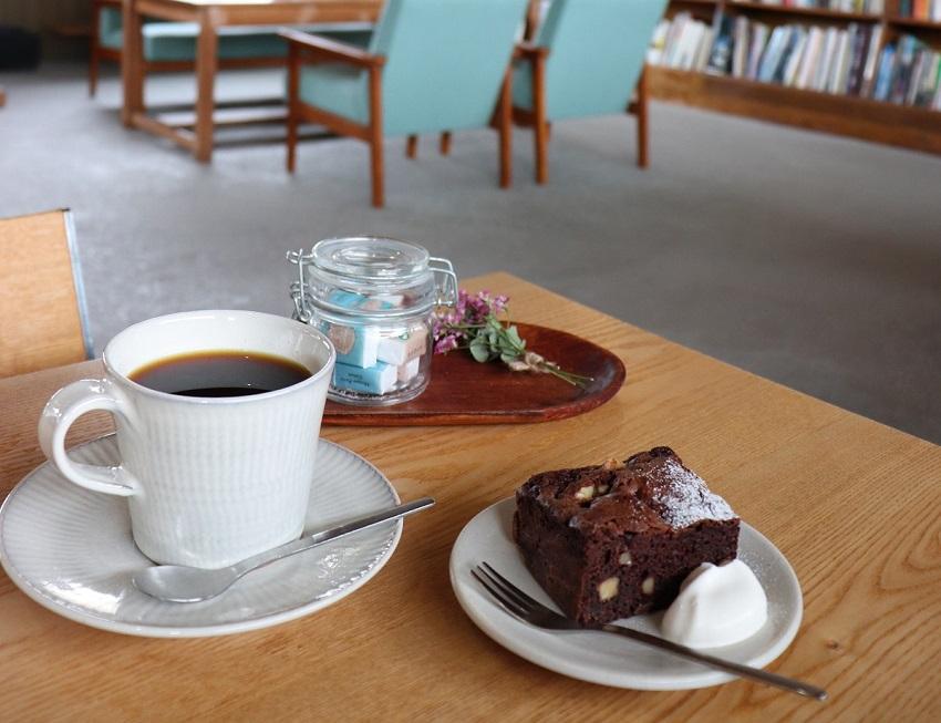 ギャラリーFIXAとcafe calme(カフェカルム)チョコブラウニー