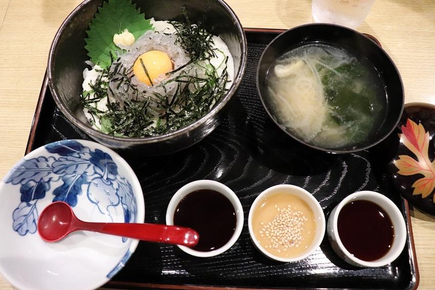 淡路島観光ホテルのグルメ「シラス丼」