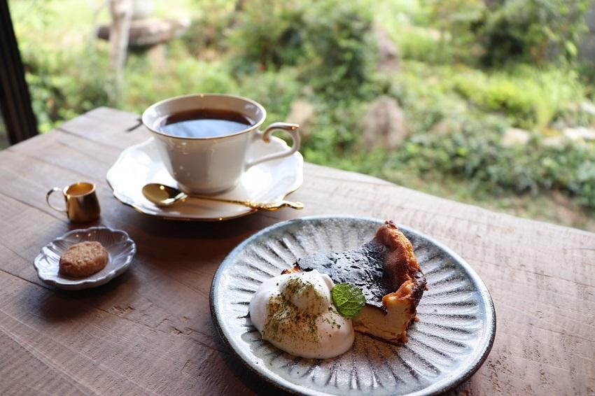 CAFEいきもの舎デザート(バスクチーズケーキ)
