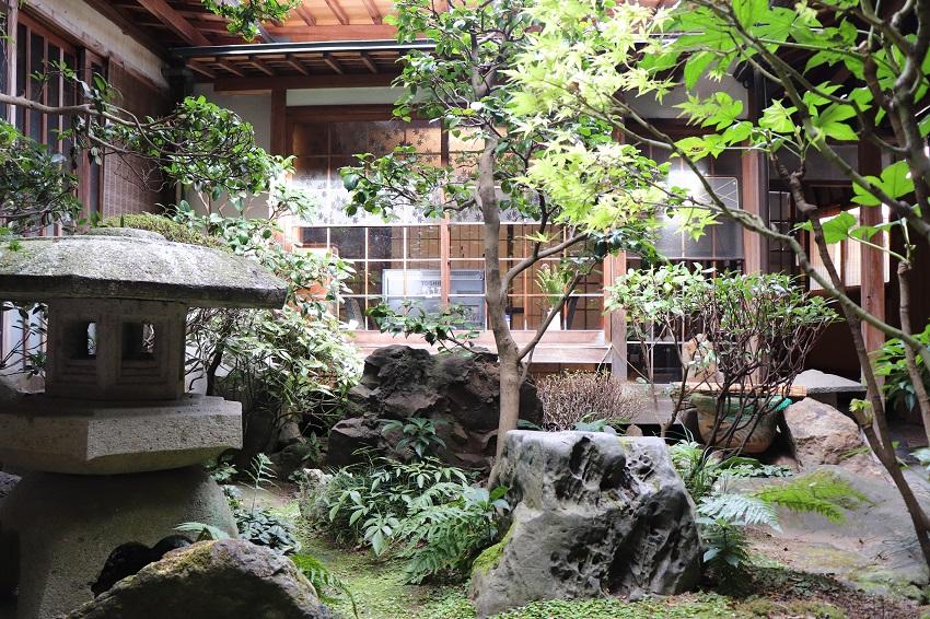 あけぼの旅館中庭