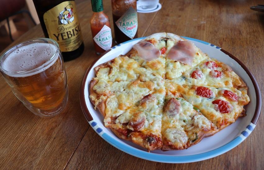 萬來屋のピザ