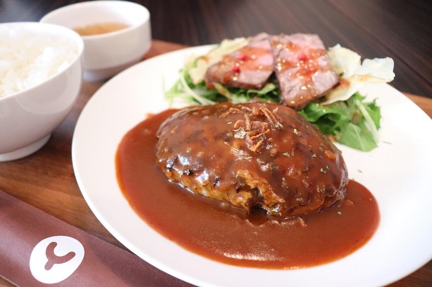 ヤマダデリ粗挽きハンバーグ定食