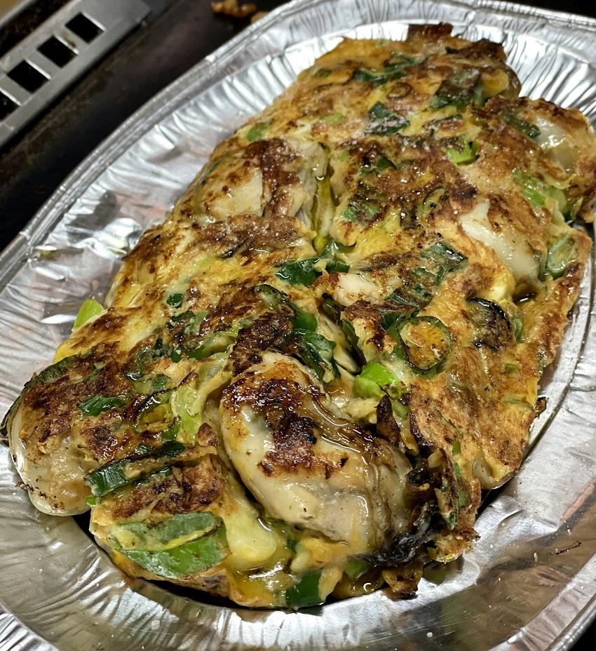 カキオコ「お好み焼き・鉄板焼きタマちゃん」牡蠣の卵焼き