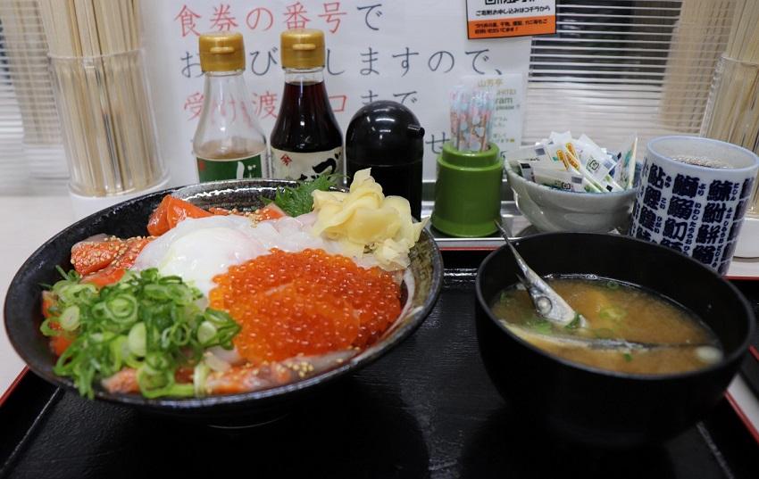 山芳海産「山芳亭」サーモン昆布じめ丼