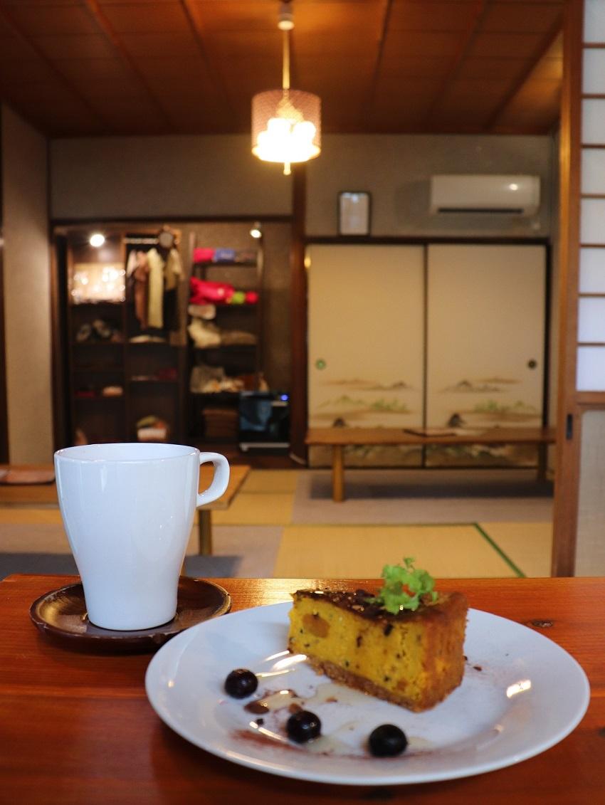 里山カフェstay かぼちゃとナッツの手作りケーキ