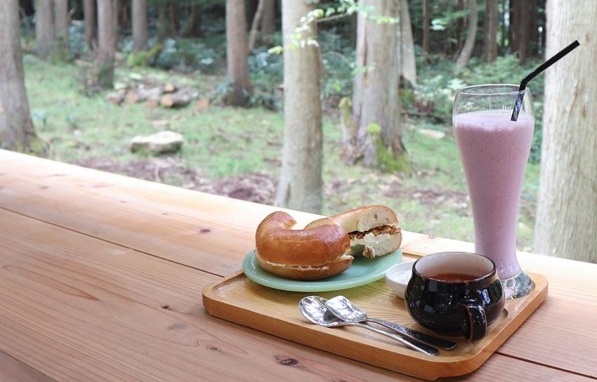 森の中のカフェ「もりくらす」ベーグルサンド